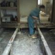 山荘修復作業中